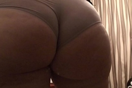 Phat ass milf showing off her lovely ass