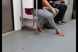 Quando a natureza chama n&atilde_o d&aacute_ pra ter cuidado entre o trem e a plataforma