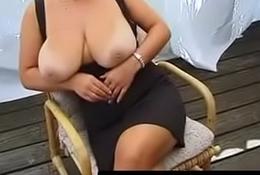 Blonde Huge-Boobs-MILF Posing - QueenPornCams.com