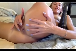 Brunette amateur lives hot ass show
