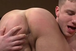 Ripped muscle jock cocksucks until cumshot