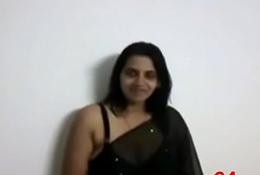housewife showing her curvy body (sexwap24.com)