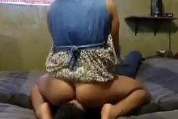 Beautiful Bubble Butt Girlfriend Sits on Boyfriends Face