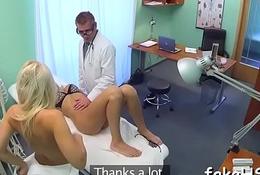 Lascivious doctor bonks inside dissemble hospital